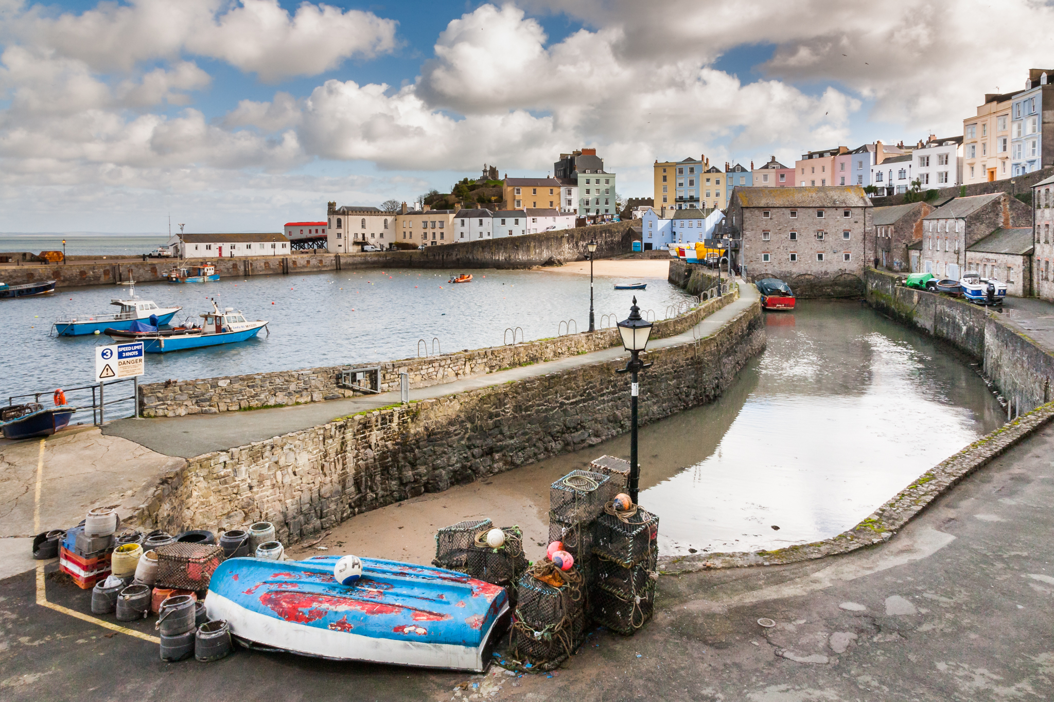 Tenby harbour is almost like stepping back in time. Everything about it is old and characterful but it has a greta charm and is undeniably pretty.